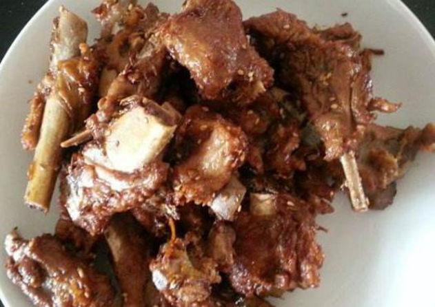 美食推荐:红烧牛肉土豆,小排,家常版酸菜鱼,酱爆肉末花菜