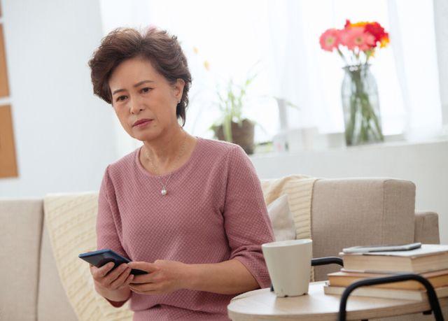 62岁阿姨哭诉:为了小儿子,和后老伴分手,是我做过最错误的决定