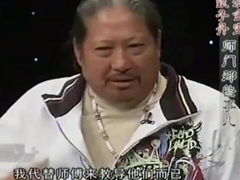 黄晓明跪着赔笑脸,成龙大哥无奈装孙子