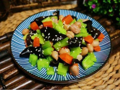 美食推荐:酸菜炒肉丝、酸菜炒猪肚、 芹菜花生米、辣炒花蛤