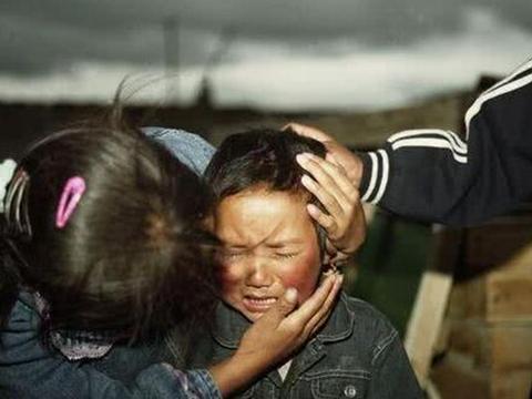 """乐嘉再送女儿到少林练武惹网友热议,""""魔鬼式""""教育真的有用吗?"""