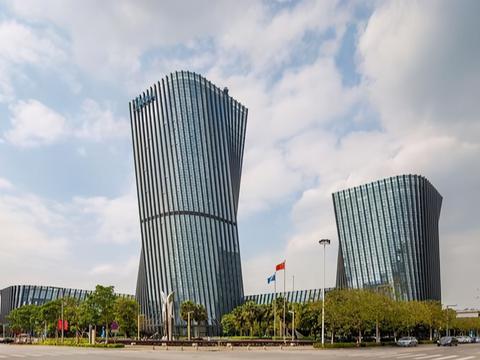 普普通通一个工业小镇,却诞生2家世界500强,累计营收达7255亿