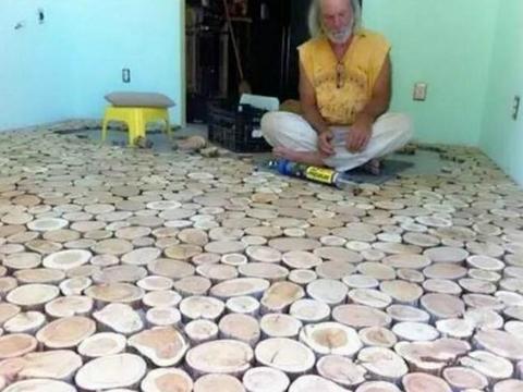 男子将木头切片贴在屋内,邻居说他疯了,看到成品后羡慕不已