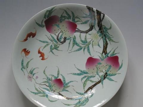一枝红杏出墙来,清代粉彩瓷器上的过枝花技法