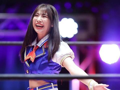 AKB48成员出战职业摔跤手!接受前辈摔跤手的头击和锁脖洗礼!