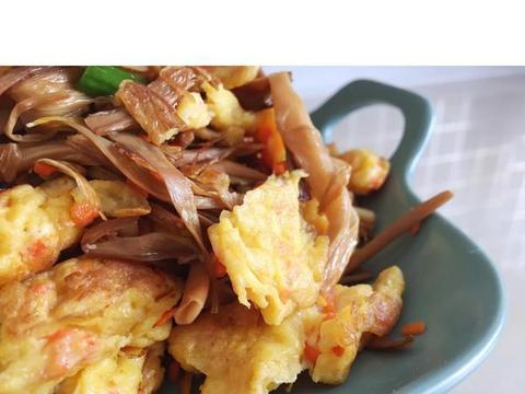 美食推荐:馓子拌皮蛋、鲜虾木耳滑蛋、香菜炒鸡蛋、黄花菜炒鸡蛋