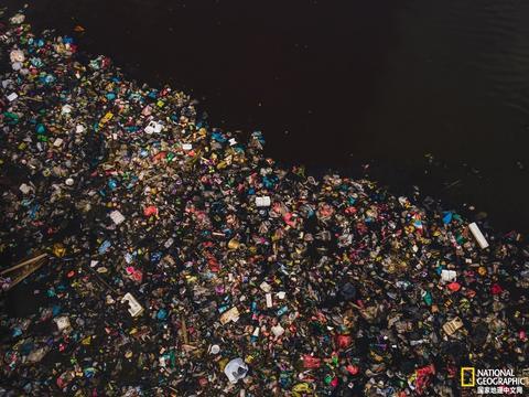 研究发现,塑料通过全球的1000多条河流进入海洋