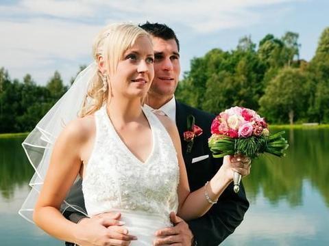 婚房加名,彩礼30万,新娘还索要20万改口费,新郎当场提出退婚