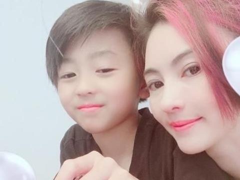 张柏芝两通电话暴露了两个儿子的性格:一个像她,一个像谢霆锋!