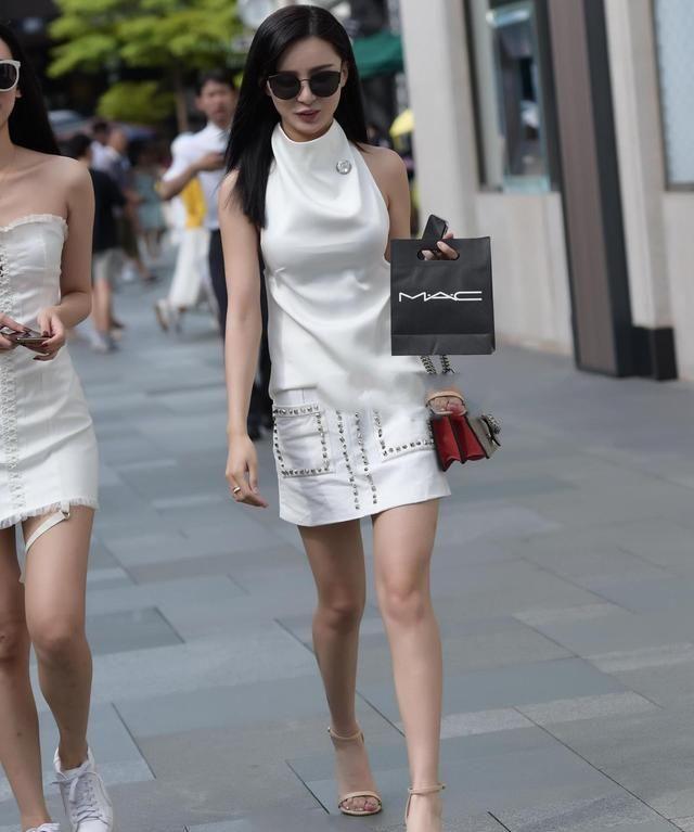 白领带后部镂空套装,套装面料制作的套装,适合职场女性穿着