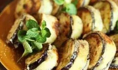 美食:金边白菜,酸菜肥肠,香煎土豆泥茄盒,香辣杏鲍菇丝