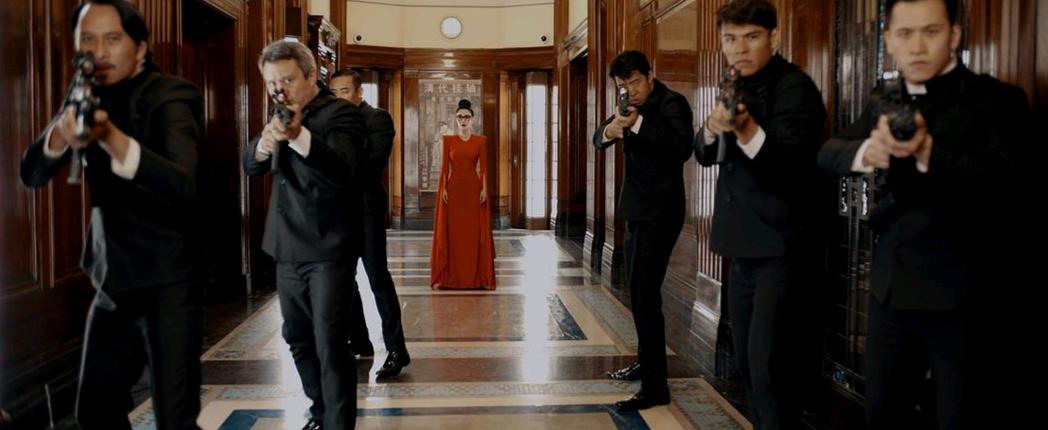 范冰冰新片提前上映!穿红裙带5个小弟亮相,大片355提档1月7日