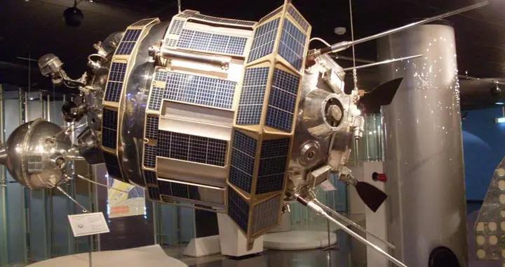 苏联专家每天24小时守卫,中情局是如何偷走月球卫星的