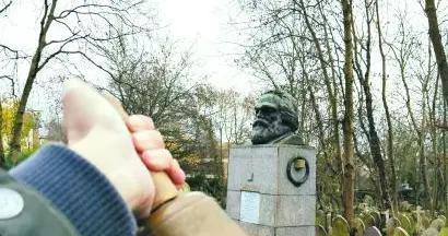 """在海格特公墓""""守护""""马克思"""