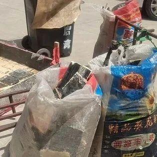 新闻追踪 | 拾金不昧归还金元宝的杨氏兄弟:生活一切照旧,大哥照常上街找木头