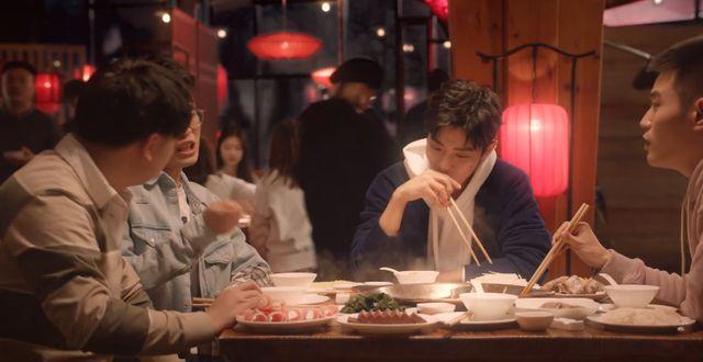 肖战全新微电影上线,逐梦青年来吃播,重庆话传达市井气息