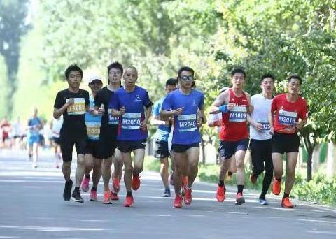 永定河畔鸣笛起跑 第48届公园半程马拉松北京公开赛举办