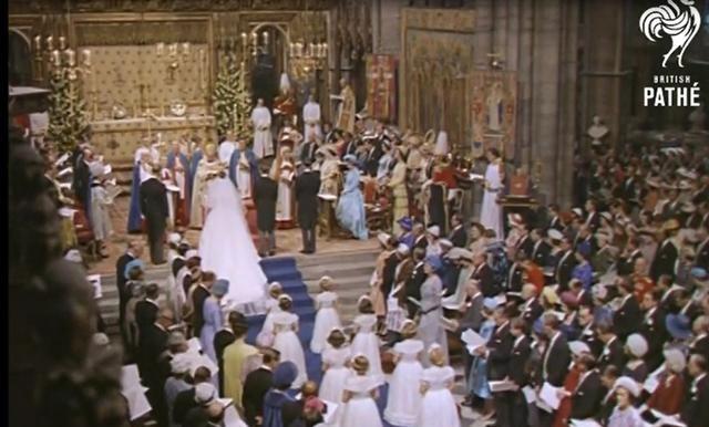 61年前玛格丽特大婚,她的婚纱格外突出好评不断,安妮也模仿她