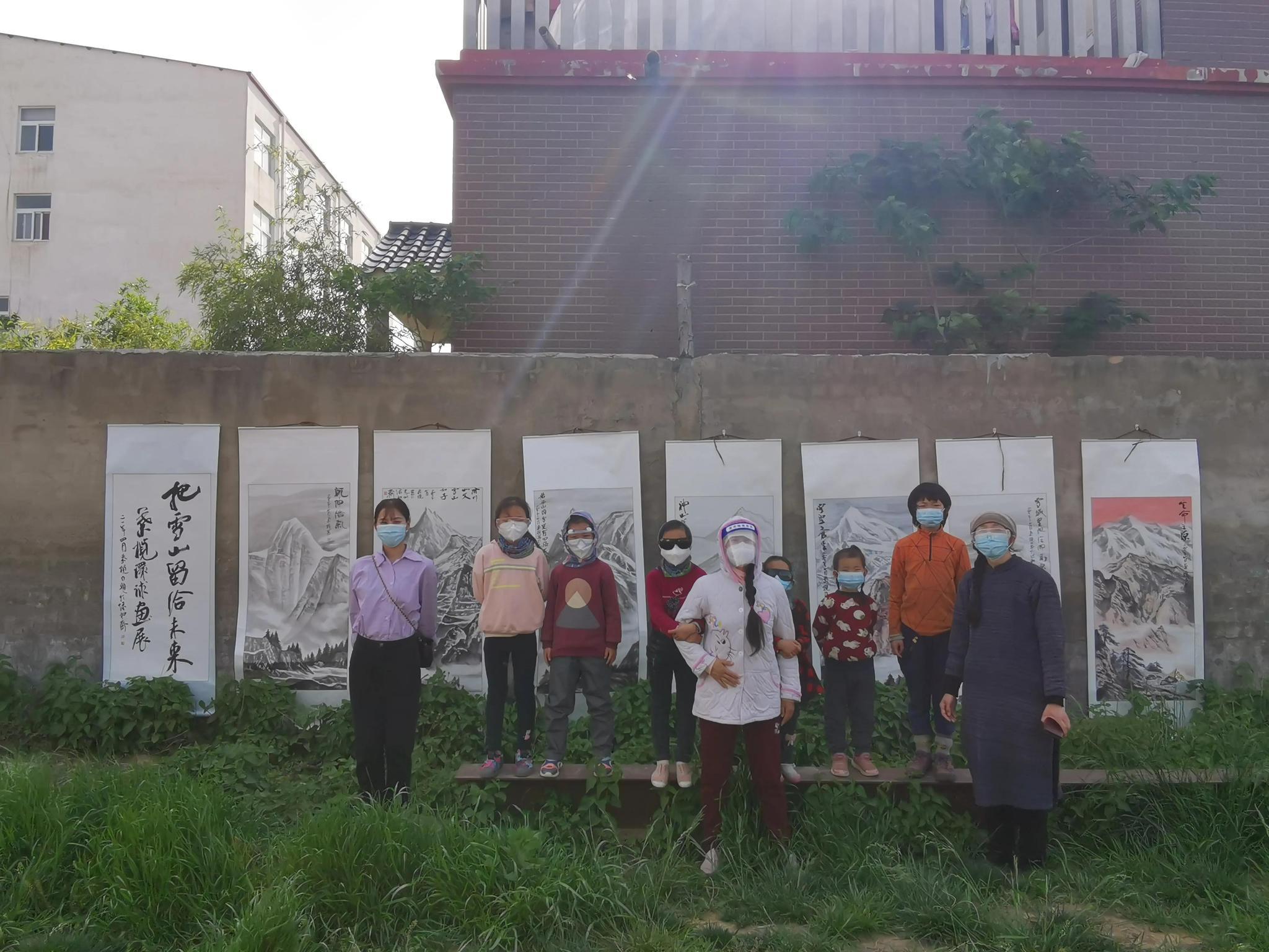 """""""把雪山留给未来——叶榄环球画展""""在郑州上文美术馆举行"""
