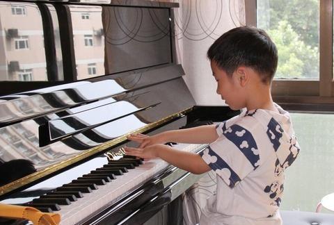 """兴趣班存在鄙视链?钢琴""""落寞了"""",没想到马术兴趣班上位了"""