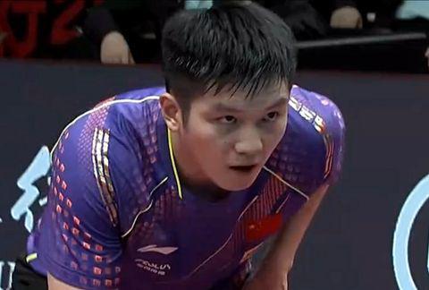 一黑到底首夺冠!周启豪4-2战胜樊振东夺得男单冠军,直通世乒赛