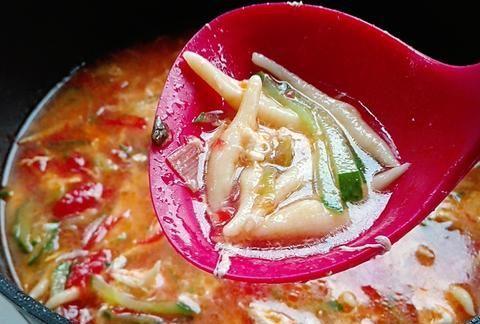 把土豆做成汤,营养美味好消化,隔三差五喝一碗,精力充沛一整天
