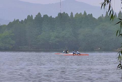 """杭州一景区走下坡路,手划船""""宰客""""爆发,陷入争议"""