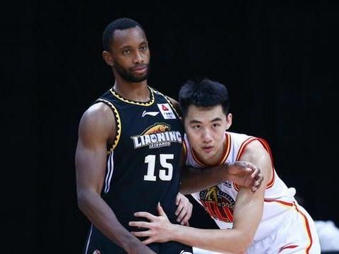 道歉有用吗?辽篮外援为失利说出对不起,杨鸣下赛季还会留他吗?