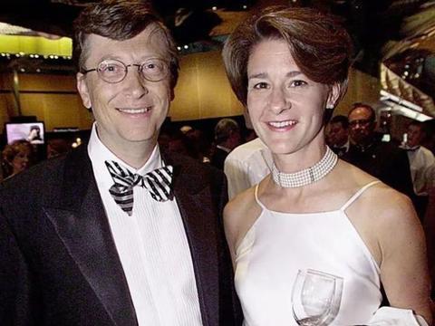 比尔盖茨一生之敌,32岁一事无成被妻子抛弃,如今76岁坐拥6千亿