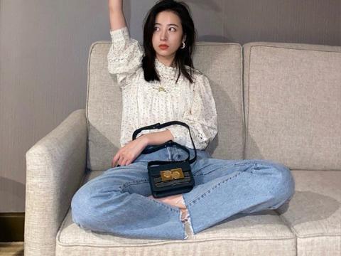 周雨彤和张雪迎私服穿同款ba&sh衬衣,你们get谁的演绎呢
