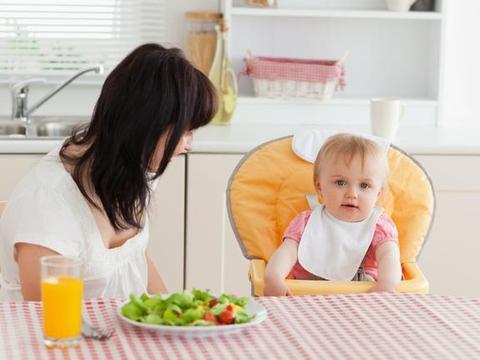 """宝宝辅食咋吃?避开常见的五种""""坏辅食"""",别把孩子喂生病了"""