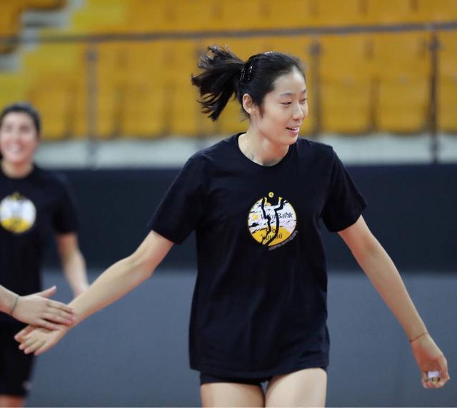 中国女排队长再获官方长篇表彰,国际排联也送来新称号