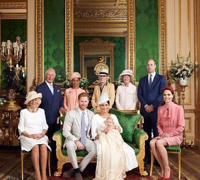 王室成员祝福阿奇小王子2岁生日,梅根只发黑白照片