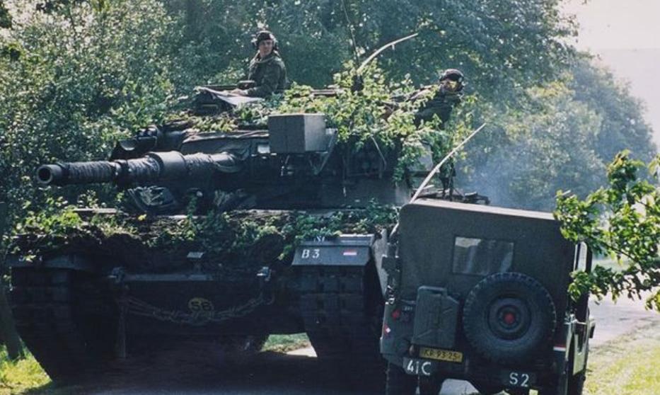 西欧三国武备废弛,陆军已经彻底沦落,大批现役武器对外出口创汇