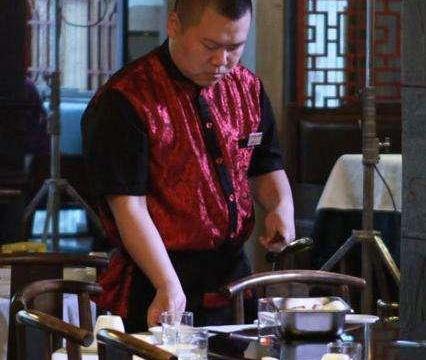 2010年,遭受郑敏一巴掌的岳云鹏,为何第二年就娶了她?