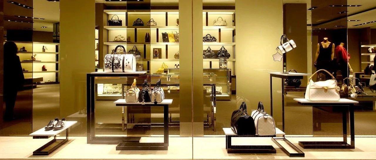 为帮银行副行长公公洗钱,儿媳疯狂买奢侈品,两个行李箱装着400万现金