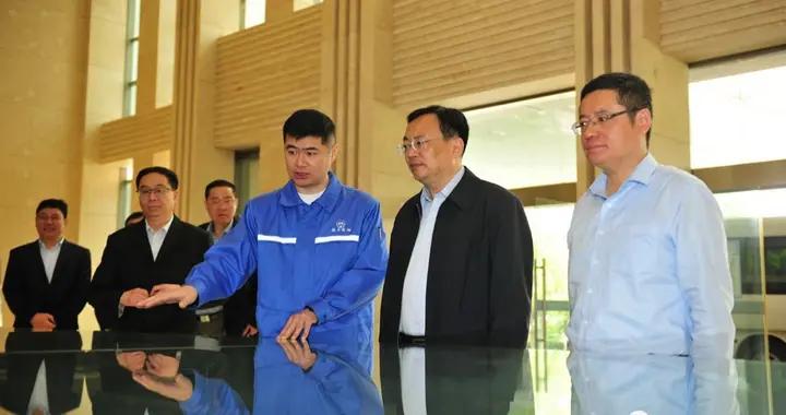 江苏靖江市委书记张长平一行走访调研扬子江船业