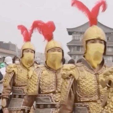 """西安城墙景区这群""""奇奇怪怪""""的人火了……"""