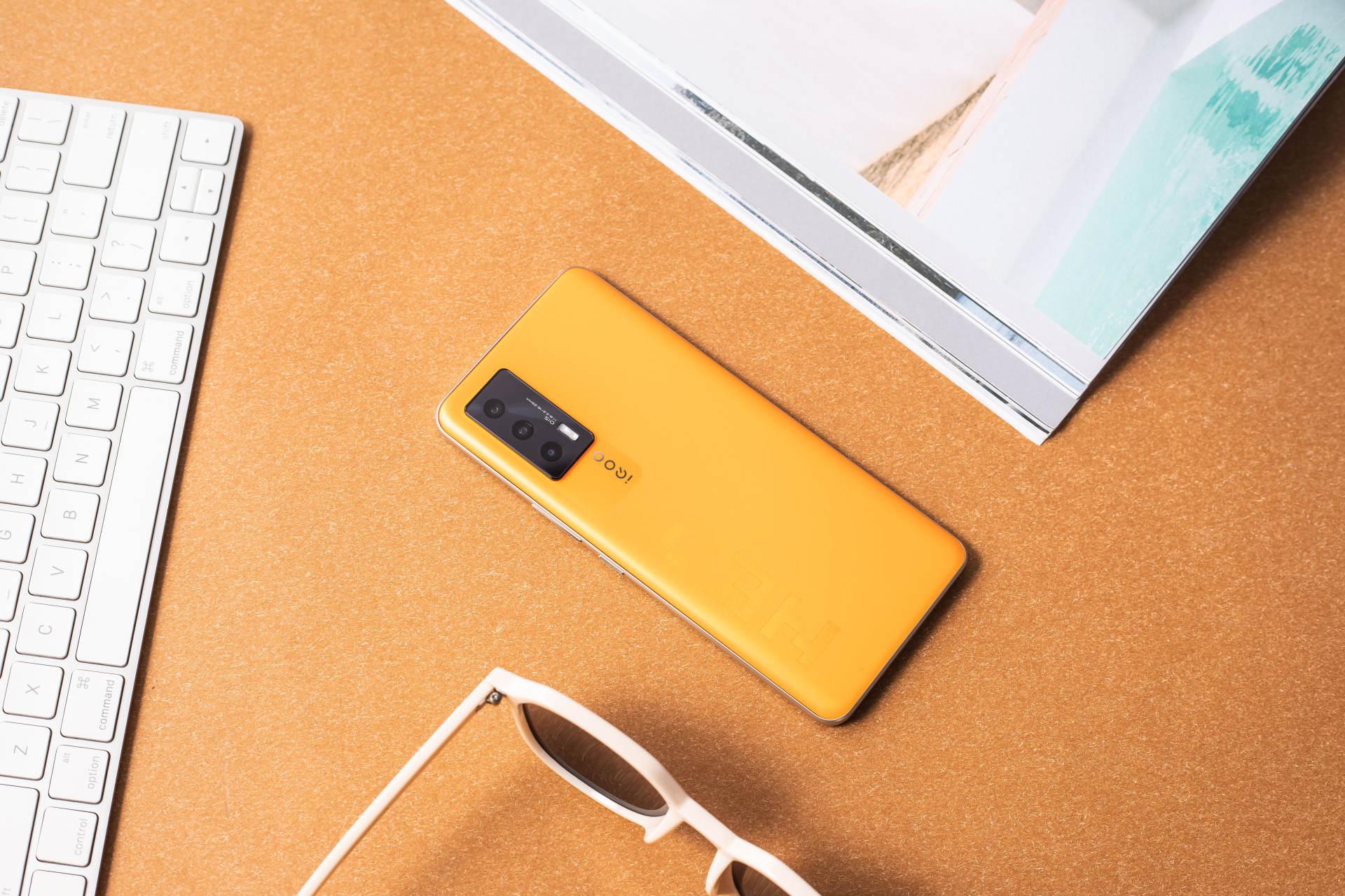 橙子汽水+游戏机,iQOO Neo5像素橙勾起你的童年回忆