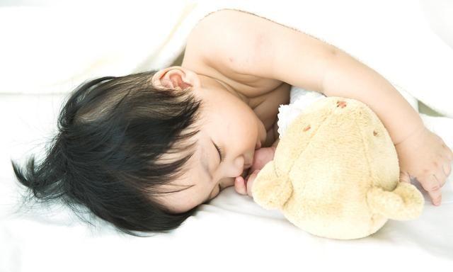 宝宝入睡快不是好事,家长不干预后悔都来不及,中招及时改