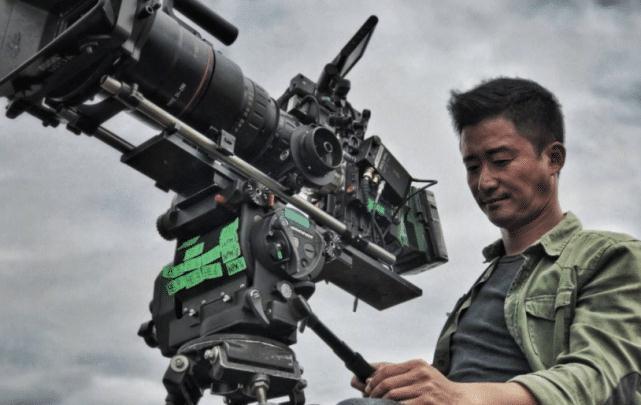 他模仿吴京砸家产拍电影,20天票房才0.03亿,既赔钱又欠人情