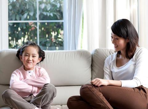 """家长学会""""询问式沟通"""",孩子长大后不仅情商高,还会更加自信"""