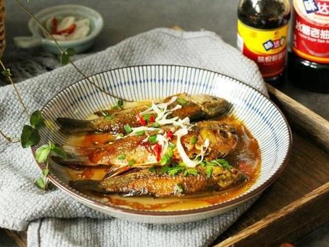 街边盒饭的红烧鲫鱼,在家简单快手做,肉鲜味美,怎么也吃不腻