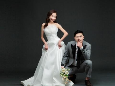 中国男排名将晒出婚纱照,妻子是芭蕾舞演员,男帅女美很般配