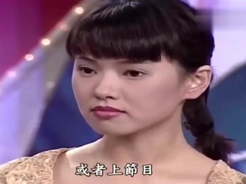 费玉清和张菲现场访问伊能静,伊能静好漂亮啊