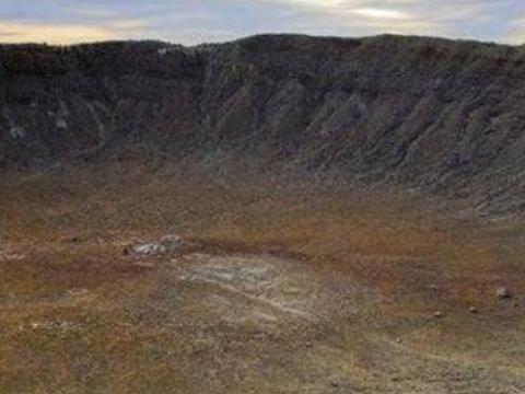 世界现存的最大陨石坑,居住着近55万的人,里面隐藏着巨大财富