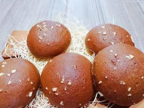 做够100种面包咖啡酥皮包 酥脆外皮搭配丝滑摩卡奶酪馅 惊艳味蕾