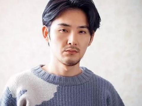 交往两年感情稳定,松田龙平与23岁混血嫩模约会被拍