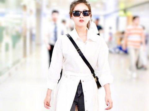 """海清又穿火了""""白衬衫"""",配A字裙干练知性,也就她能穿出这感觉"""