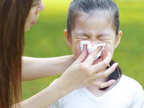 儿童期过敏性鼻炎要早治,抓住三个方法,改善不难